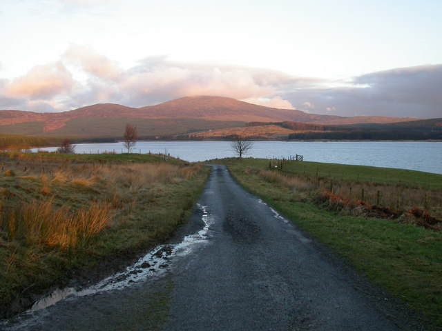 Road on western shore of Clatteringshaws Loch