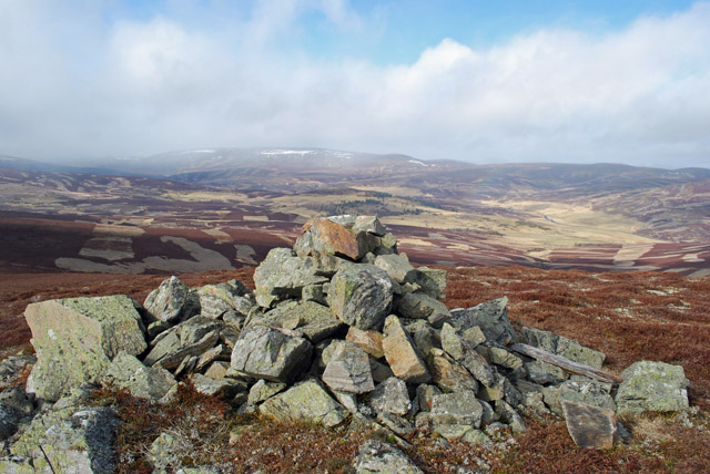 Cairn on the ridge leading west from Geallaig Hill