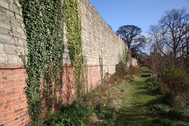 Bail Wall
