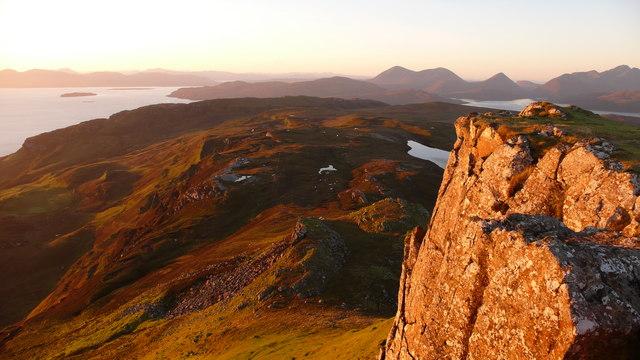 Summit rock, Dun Caan