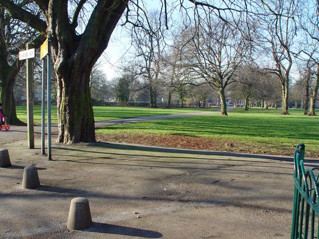 Path through Pearson Park, Hull