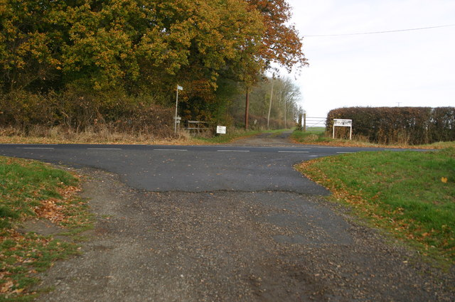 The entrance  up to Provost Lodge Farm