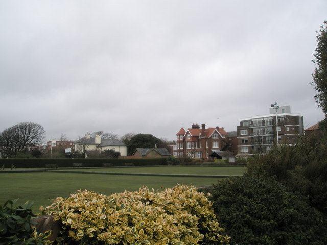 Looking over the bowling green to Eastern Parade