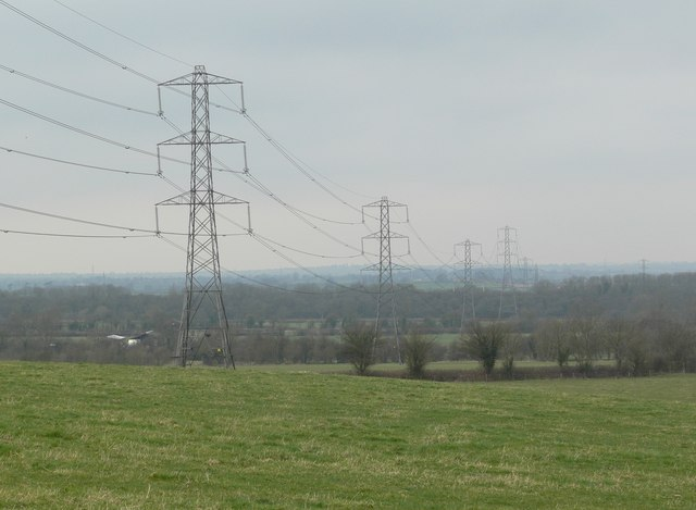 Pylons north of Leire Lane