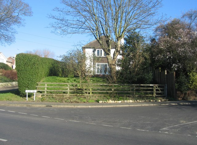 House on the corner of Cliff Road