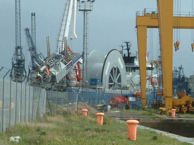 Subsea 7 vessel Skandi Navica loading pipe for West Africa