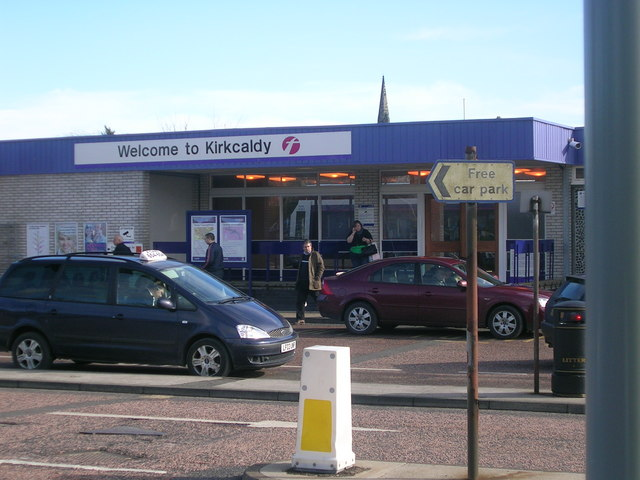 Kirkcaldy Railway Station (Whyte Melville Road/Forth Avenue entrance)