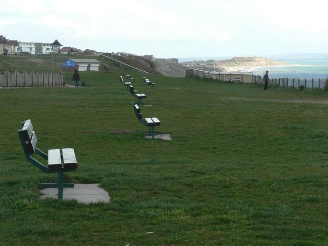 Southbourne: clifftop benches