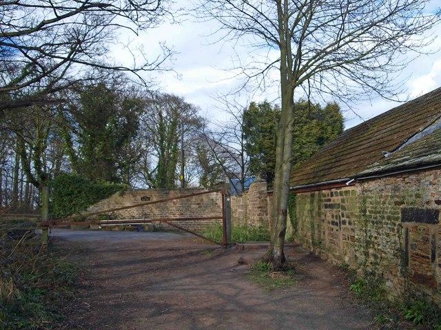 Gate near Lake View and Barnsley Canal