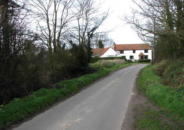 Approaching Edingthorpe from the south