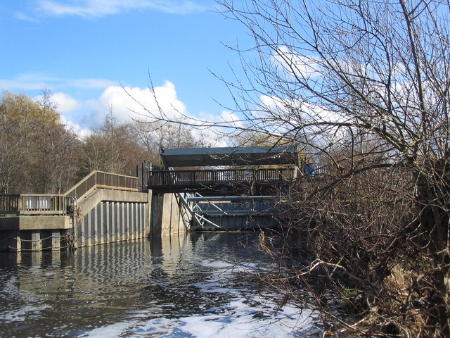 Environment Agency flood control gate on the River Soar, Zouch