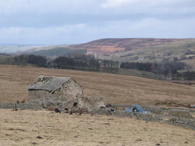 Ruined barn near High Shield