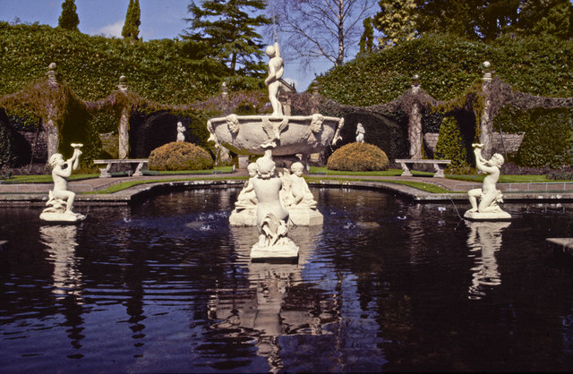 Fountain, Italian Garden, Compton Acres, Dorset