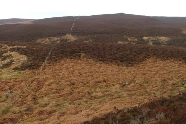 Fence Heading up to Cairn on Long Crag
