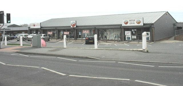 Snowdonia Adventure/Antur Eryri outdoor sports store, Dinas