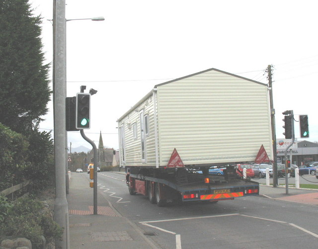 House on the move along the A487 at Dinas