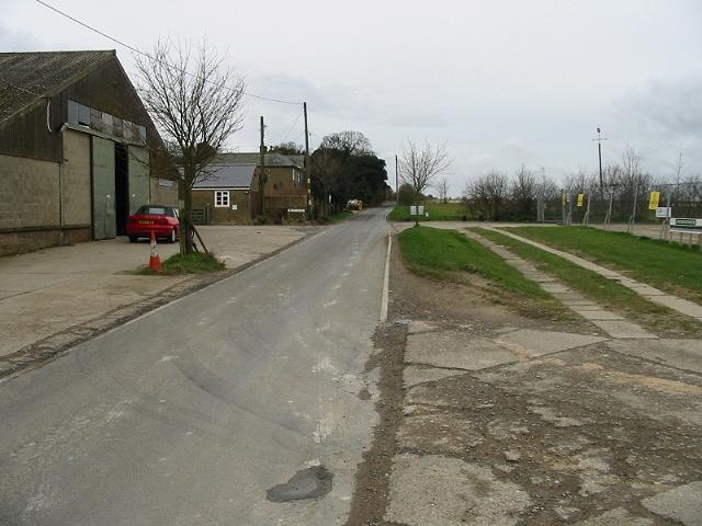 Looking S along Seamark Road from Monkton Road Farm