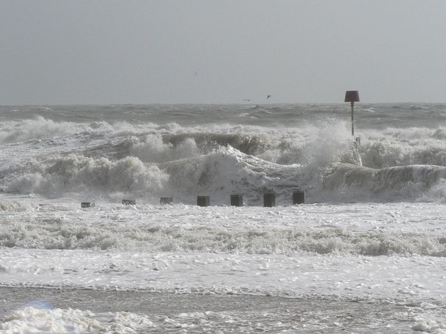 Bournemouth: Groyne №17 is engulfed