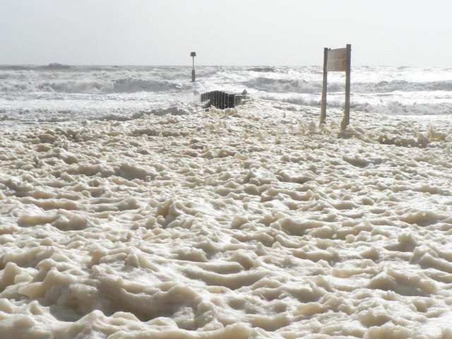 Bournemouth: foam over groyne №17