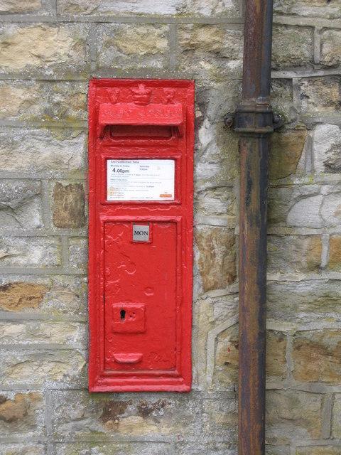 Victorian postbox at Ropehaugh, Dirt Pot