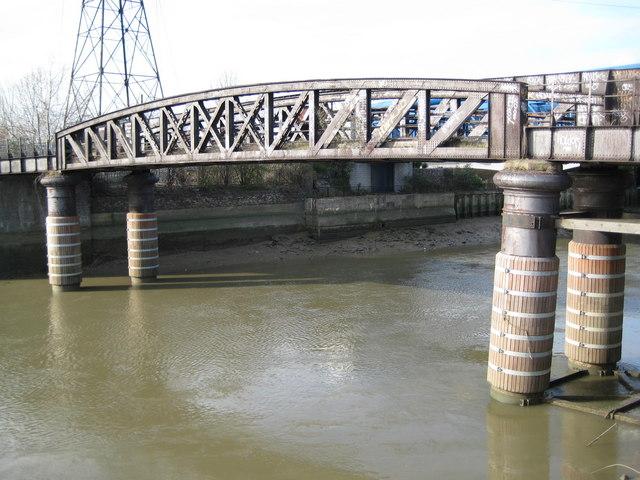 River Lee (Bow Creek): Disused railway bridge