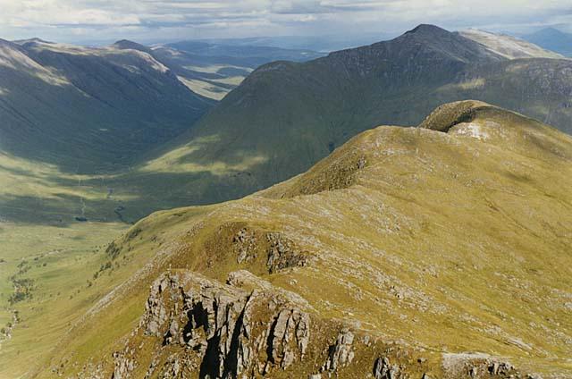 The ridge east of Sgurr a' Mhaoraich