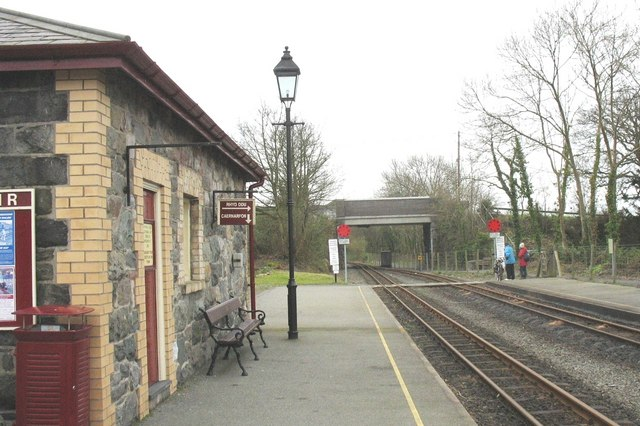 The southern exit of Dinas Station
