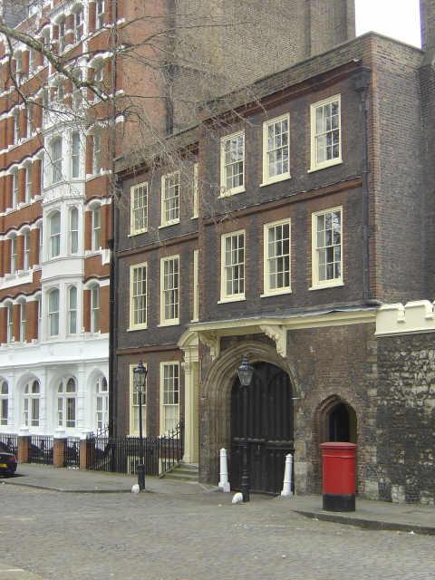 London Charterhouse, the gateway
