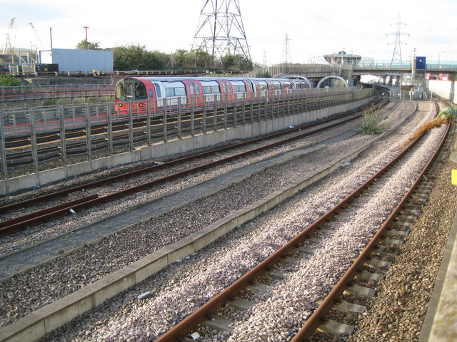 Canning Town: Railway lines