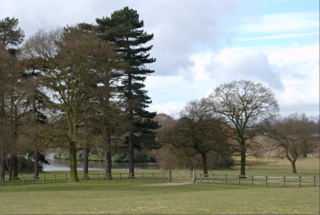 Locko Park and lake