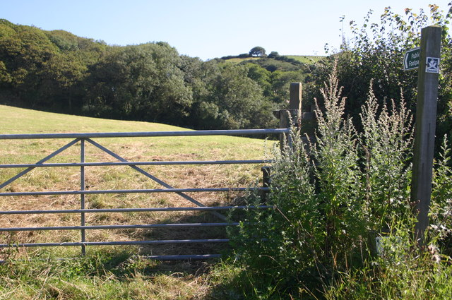 Footpath up to Ash Wood