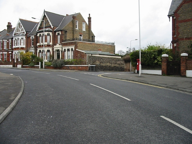 Ellington Road and the junction with Cannon Road