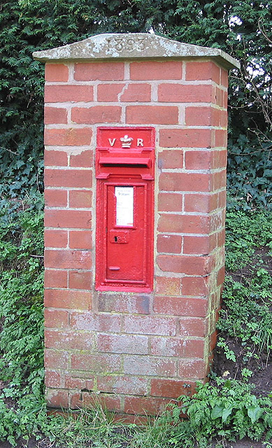 Victorian postbox at Bartestree, dated 1893
