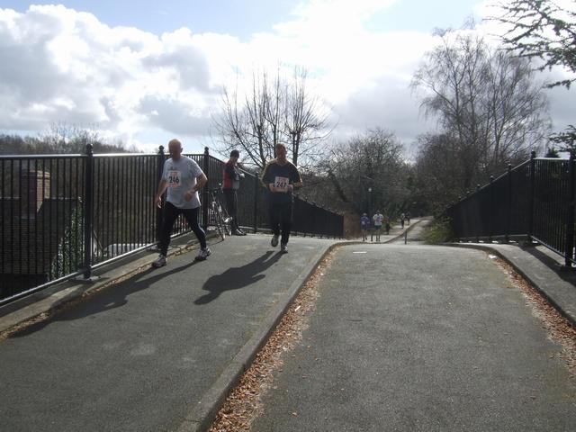 Runners on the Silkin Way