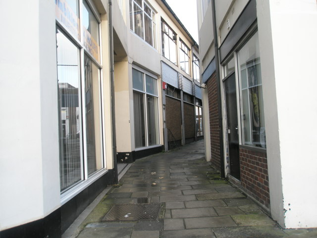 Passageway between Gladys Avenue and London Road