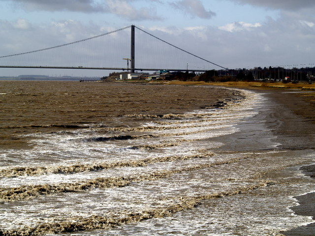 Sea size waves - on the River Humber!