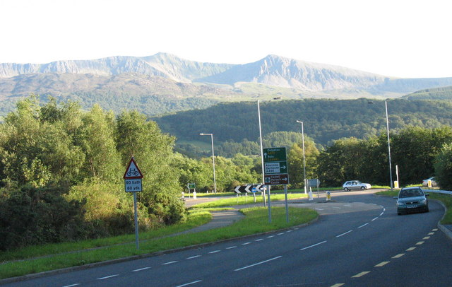 The A 487 at the Llanelltyd bypass and junction with the A496