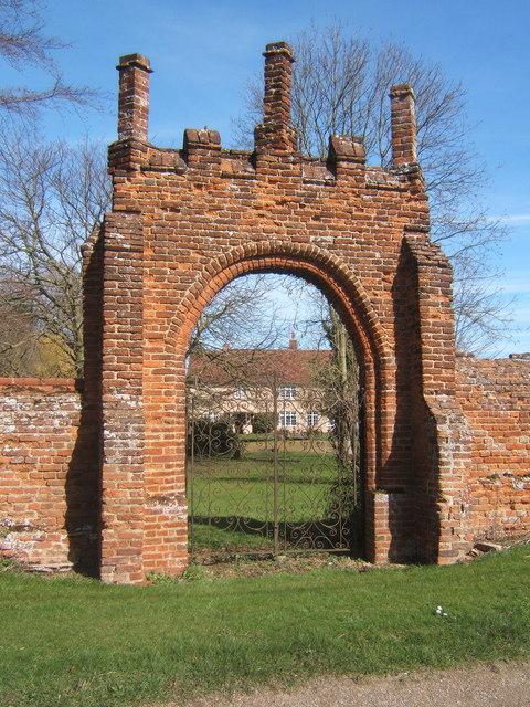 Gateway in wall, Wells Hall