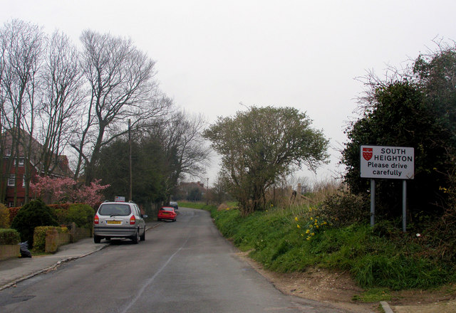 Heighton Road, entrance to South Heighton from Denton