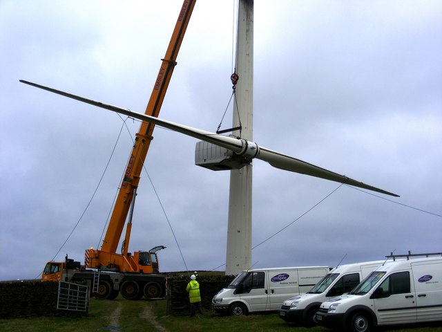 Dismantling a wind turbine at Chelker Reservoir (2)