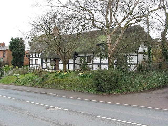 Semi-detached thatched, Maisemore