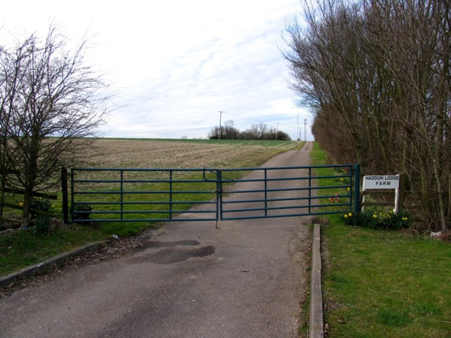 Entrance to Haddon Lodge Farm