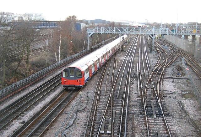 Neasden: London Underground trackwork