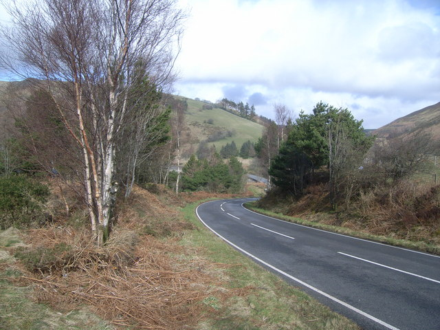 Looking down the B4518 towards Bwlch y Gle dam
