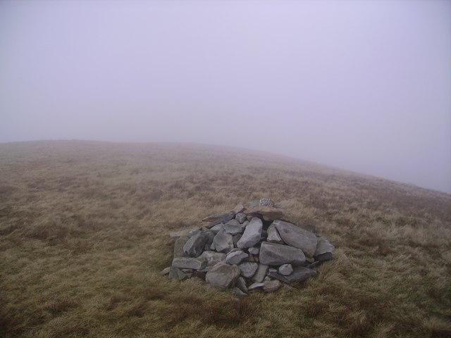 Summit Cairn, Kensgriff