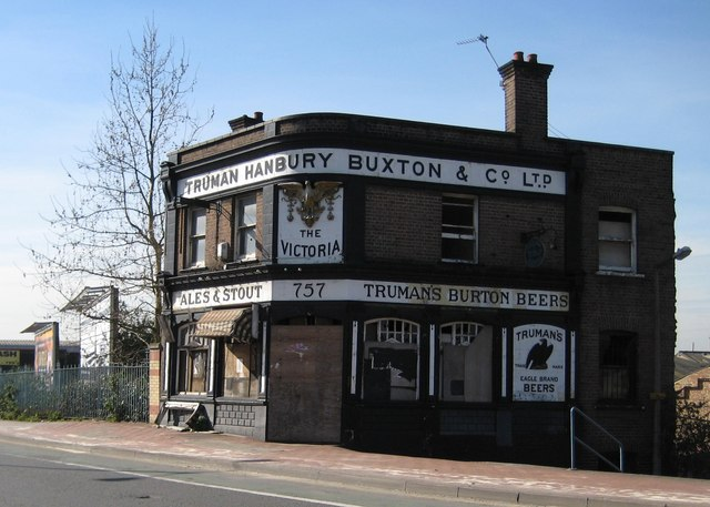 Charlton: The Victoria public house (closed)