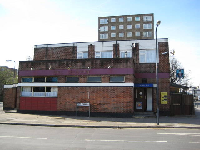 Woolwich: The Albion public house, Woolwich Church Street, SE18