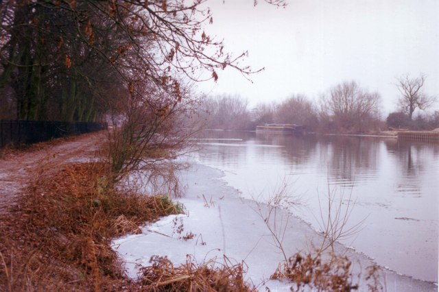 Ice on the Thames upstream from Kennet-Mouth