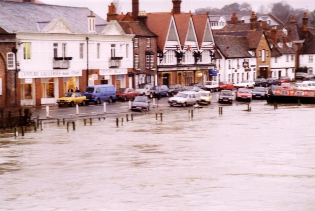 Thames side in flood in the 1980's