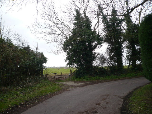 Round the bend.  Nouds Road becomes Bogle Road